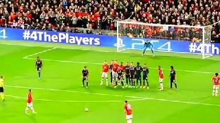Robin van Persie Freekick Advances Manchester Utd - Video