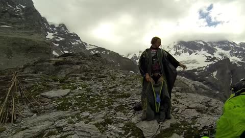 Jaw-Dropping Wingsuit Proximity Flying