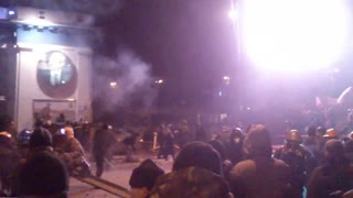 Police and Protesters Clashing Violently In Ukraine - Video