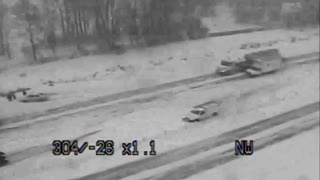 Multiple-Car Pileup on I-35 in Minnesota - Video