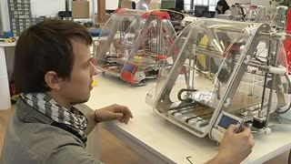 3D Printer Company Enjoys Sweet Taste Of Success - Video