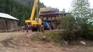 Crane Collapses While Lifting Army Tank - Video