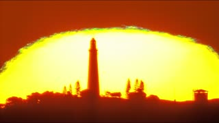 Stunning Green Flash Atop Sunset 'Pyramid' - Video