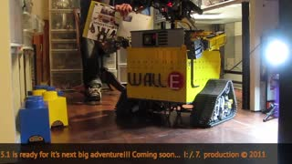 WALLE5 TRANSFORMING LEGO MINDSTORMS ROBOT - Video