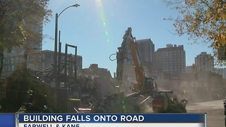 Farwell Ave. closed after building scheduled for deconstruction falls into road - Video
