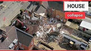 House collapses while builders work next door