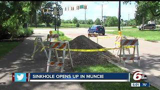 Large sinkhole closes part of McCulloch Boulevard in Muncie - Video