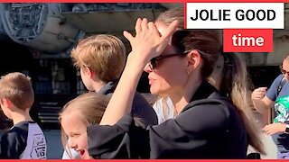 Angelina hits Disneyland with children