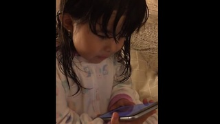 Siri struggles to understand toddler's adorable demands - Video