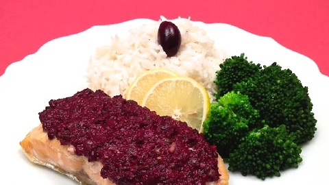 How to make baked salmon with olive tapenade in one minute