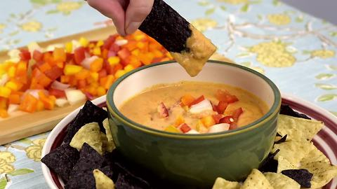 Delicous dips: Mouthwatering queso sauce