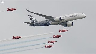 Red Arrows Fly With Airbus at Farnborough Air Show - Video