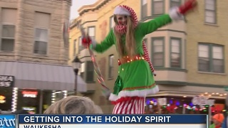 Waukesha ushers in Christmas season with annual parade - Video