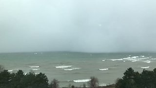 Timelapse Video Shows Lake Effect Snow Rolling Off Lake Ontario - Video