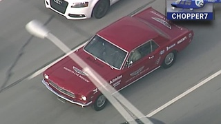 Classic cars make the drive home before the auto show - Video