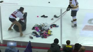 Green Bay Gamblers collect donations for Children in need