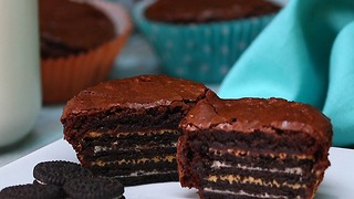 Oreo and Peanut Butter Brownie Cakes - Video