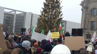 Crowds Gather at Aleppo Solidarity Demonstration Outside the Bundestag - Video