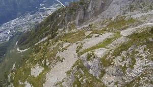 This wingsuit flight is so insane it'll make you nervous! - Video