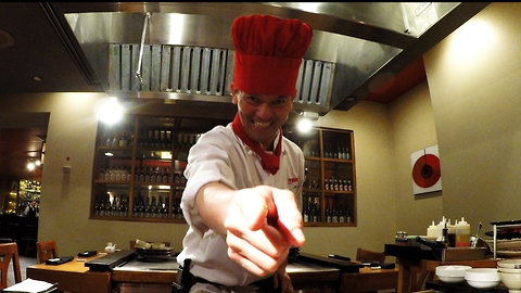 Amazing spatula performance by teppanyaki master