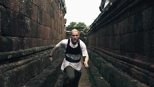 Parkour artists pull off real life temple run - Video