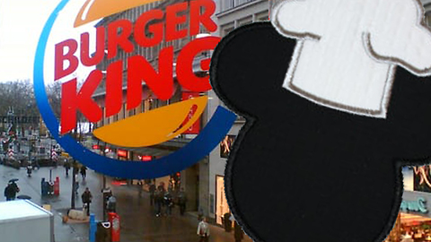 Mouse freely roams undisturbed in popular fast food restaurant