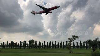 Golf course built between runways on Thai airport - Video