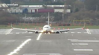 Planes Struggle To Land At UK Airport During Insane Crosswind Conditions - Video