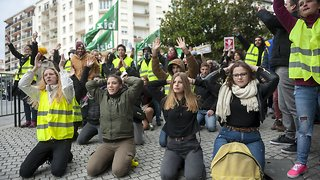 Yellow Vest Protests Continue For The 10th Week - Video