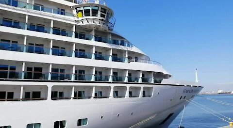 SOUTH AFRICA - Cape Town - The Seabourn Sojourn Cruise Liner (Video) (pcn)