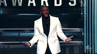 [1280x720] Karah-Leigh on Twitter .@tylerperry keeping it real at the #CMAAawards httpst.coKg21QiNk4j - Video