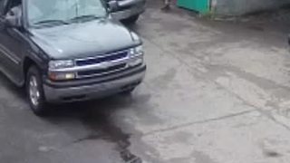 Police look for suspects involved in larceny on Detroit's east side - Video