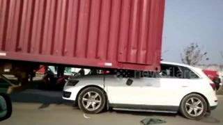Audi Q5 crushed after driver rear-ends lorry - Video
