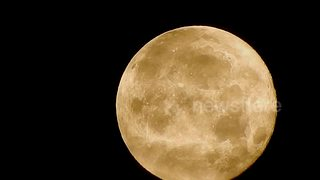 Beautiful footage of the Supermoon in London - Video