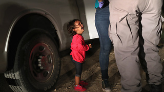 The Story Behind The Migrant Girl Photo - Video