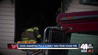 Good Samaritan pulls elderly man from house fire - Video