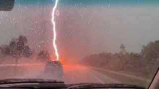 Lightning strikes highway and scares drivers