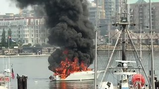 Onlookers Watch as Flames Engulf Boat at Victoria's Fisherman's Wharf - Video