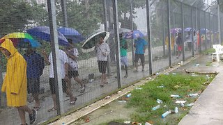 Manus Island Asylum Seekers Prepare for Centre Closure - Video