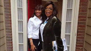 Oprah Surprises Georgia Resident at Door while Canvassing for Stacey Abrams - Video