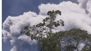 Volcanic Plume Rises Above Hawaiian Golf Course - Video