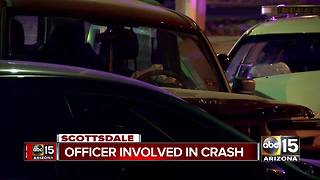 Scottsdale police officer involved in car crash - Video