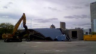 Time-Lapse : U.S. Cellular Stage demolished - Video