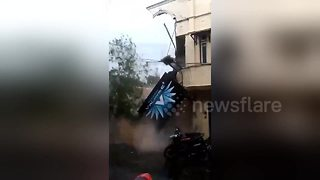 Internet cafe in Indonesia collapses after torrential rain - Video