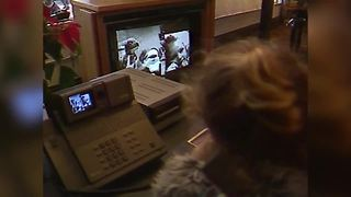 1987: Calling Santa from a picture phone - Video