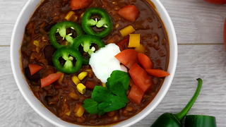 Vegan lentil chili recipe - Video