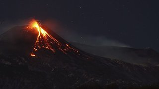 Wrath of the gods: Amazing time lapse footage shows Mount Etna eruption  - Video