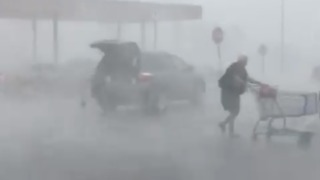 West Virginia Woman Returns Cart to Corral Despite Severe Storms - Video