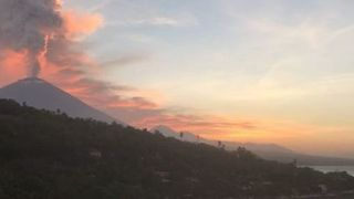 Bali's Mount Agung Erupts, Forcing Indonesian Airports to Shut Down - Video