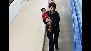 Milwaukee Bus Driver Rescues Lost Baby from Freeway Overpass - Video